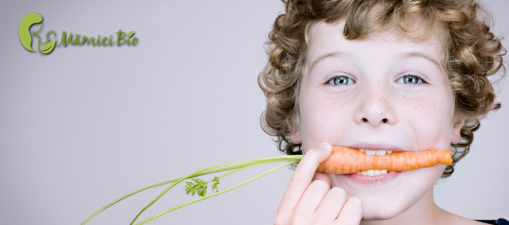 Child_eating_mamici_bio